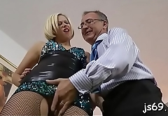 Slut with ideal body gets the bigger cock than expected