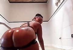 Porsha Carrera in the shower Twerking