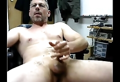 Very sexy and horny daddy egding and cumming